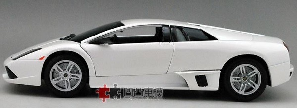 โมเดลรถ โมเดลรถเหล็ก โมเดลรถยนต์ Lamborghini LP640 white 3