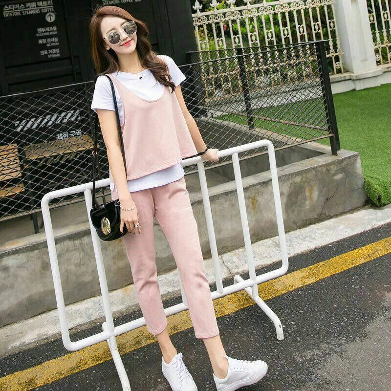 Set_bt1482 งานนำเข้าสไตล์เกาหลี ชุดเซ็ท 3 ชิ้น(เสื้อตัวใน+เสื้อตัวนอก+กางเกง)แยกชิ้น เสื้อยืดแขนสั้นสีขาว+เสื้อกล้ามตัวนอก+กางเกงขายาวห้าส่วนเอวยืดกระเป๋าข้าง ผ้าหนานุ่มเนื้อดีมีน้ำหนักยืดขยายได้เยอะ สีชมพูพาสเทล งานเซ็ทสามชิ้นสุดคุ้ม งานน่ารักเข้าชุดผ้าเ
