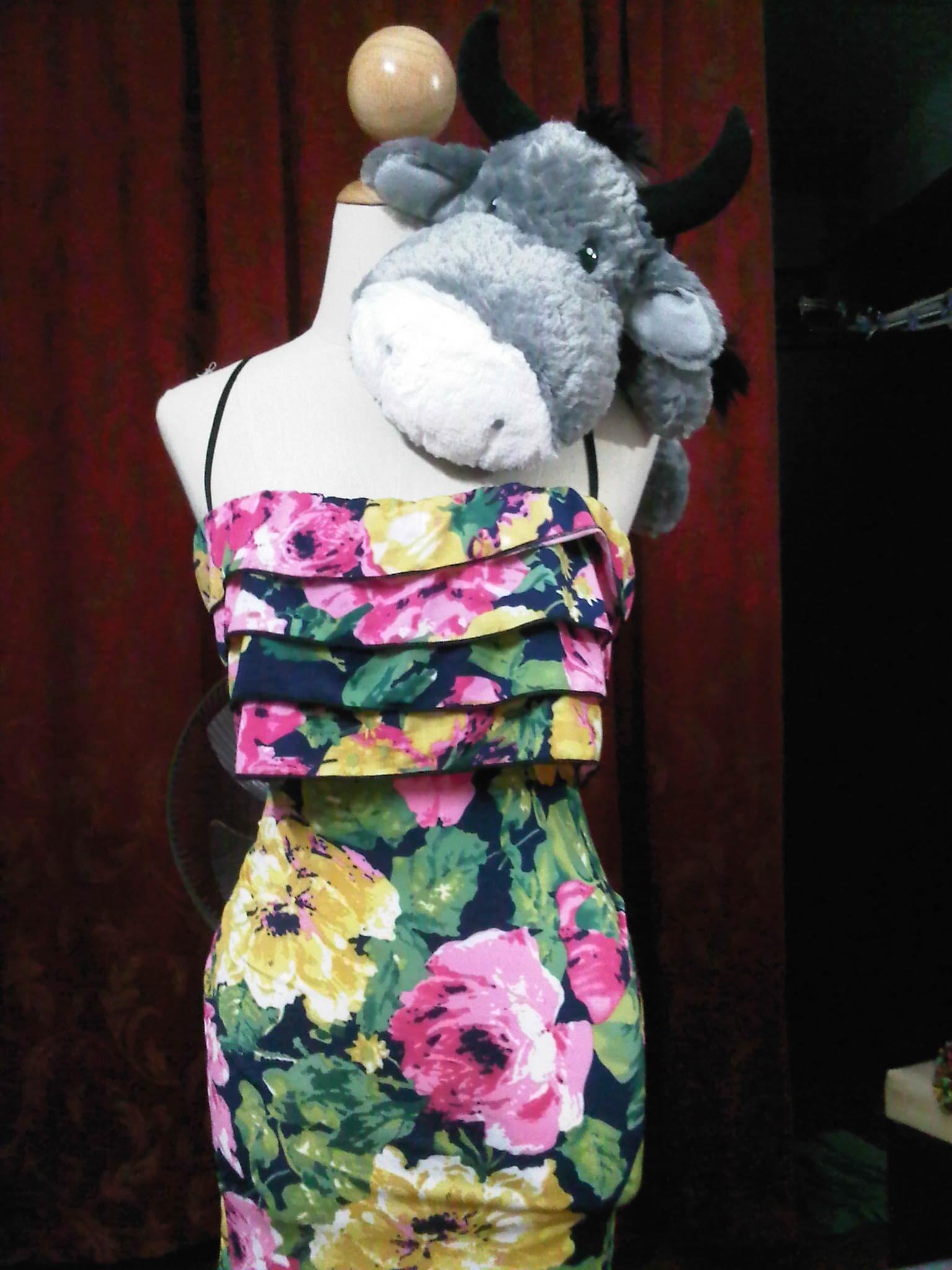 เดรสลายดอกไม้ สวยสะบัด ดอกหล่นกันเลยทีเดียว 555+ จากเวป http://item.taobao.com/item.htm?id=13024701551&