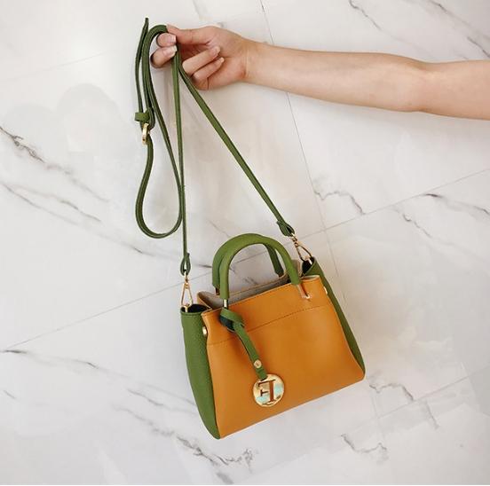 [ พร้อมส่ง ] - กระเป๋าถือ/สะพาย สีทูโทนเหลืองเขียว ใบเล็กกระทัดรัด ตกแต่งโลโก้ F เก๋ๆ ดีไซน์สวยเรียบหรู ดูดี งานหนังคุณภาพดี