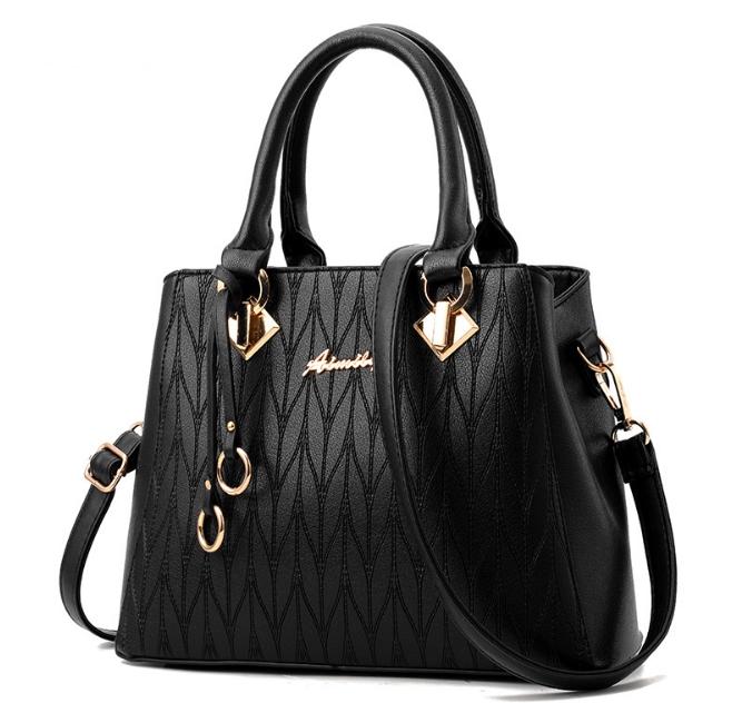[ พร้อมส่ง ] - กระเป๋าแฟชั่น ถือ/สะพาย สีดำ ใบใหญ่ทรงตั้งได้ ดีไซน์สวยเรียบหรู ดูดี งานหนังอัดลายสวยค่ะ