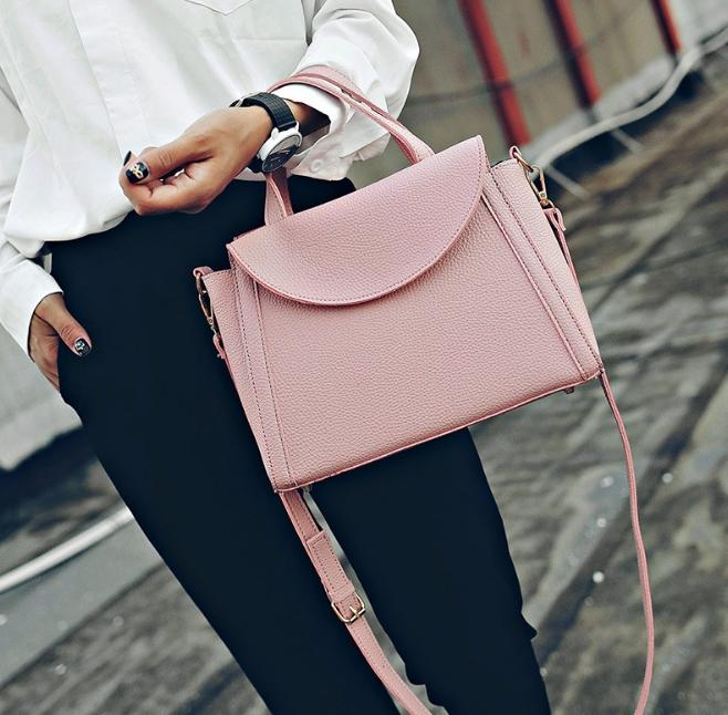 [ ลดราคา ] - กระเป๋าแฟชั่น ถือ&สะพาย สีชมพู ใบกลางๆ ดีไซน์สวยเท่เก๋ๆ งานหนังคุณภาพ เหมาะสำหรับสาวๆ Working Woman เท่ๆสุดๆน่าใช้