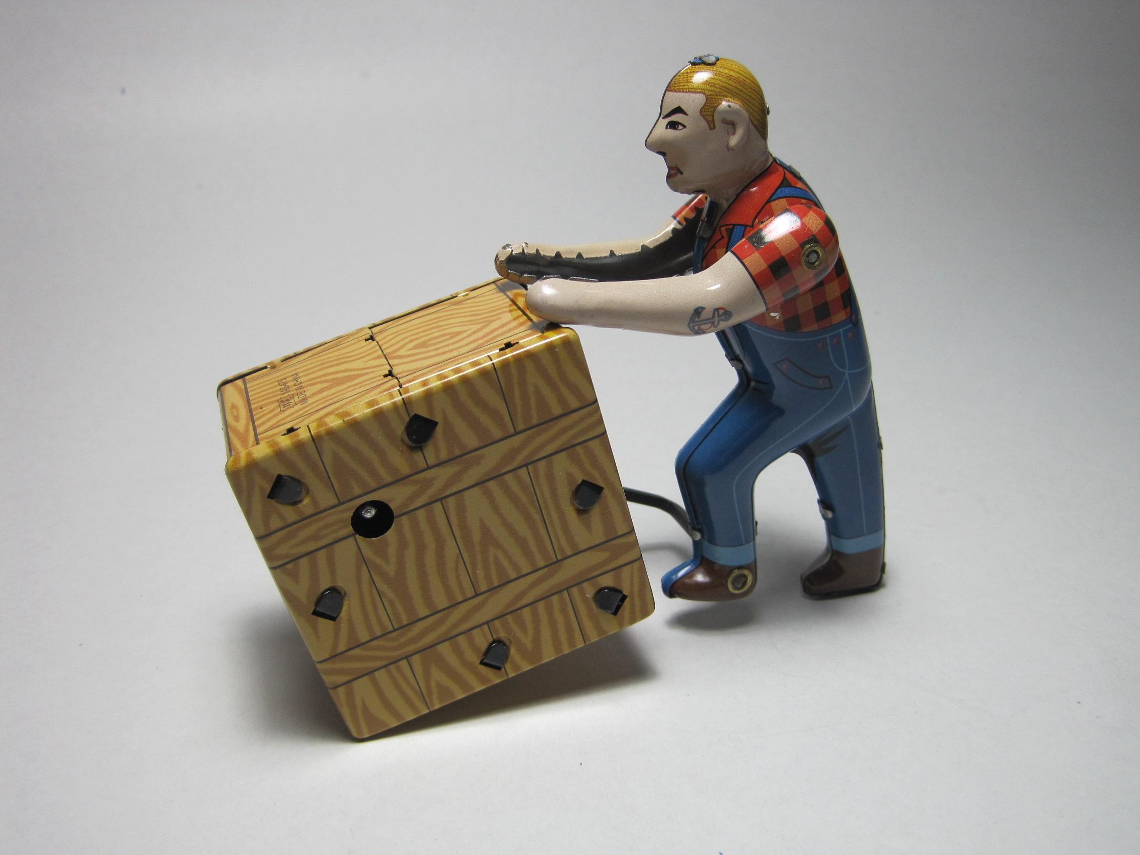 ของเล่นสังกะสี คนเข็นกล่อง