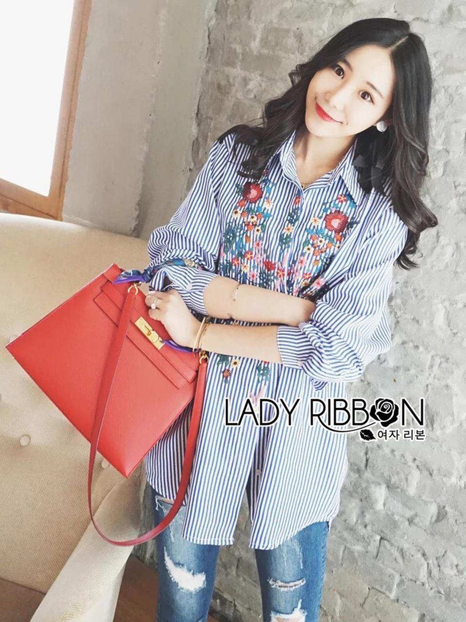 เสื้อผ้าเกาหลี พร้อมส่งเชิ้ตลายทางสีฟ้าปักลายดอกไม้