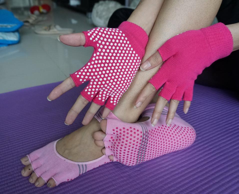 (พรีออเดอร์) ถุงมือ ถุงเท้าโยคะ กันลื่น YKSM30-21