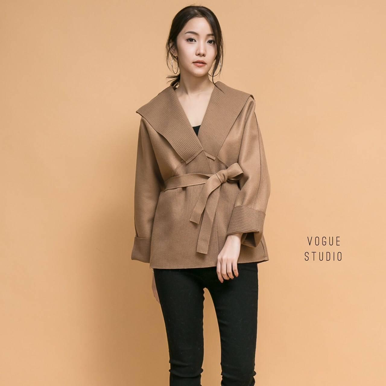 เสื้อผ้าเกาหลีพร้อมส่ง เสื้อโค้ทแขนยาว ทรงไหล่ตก