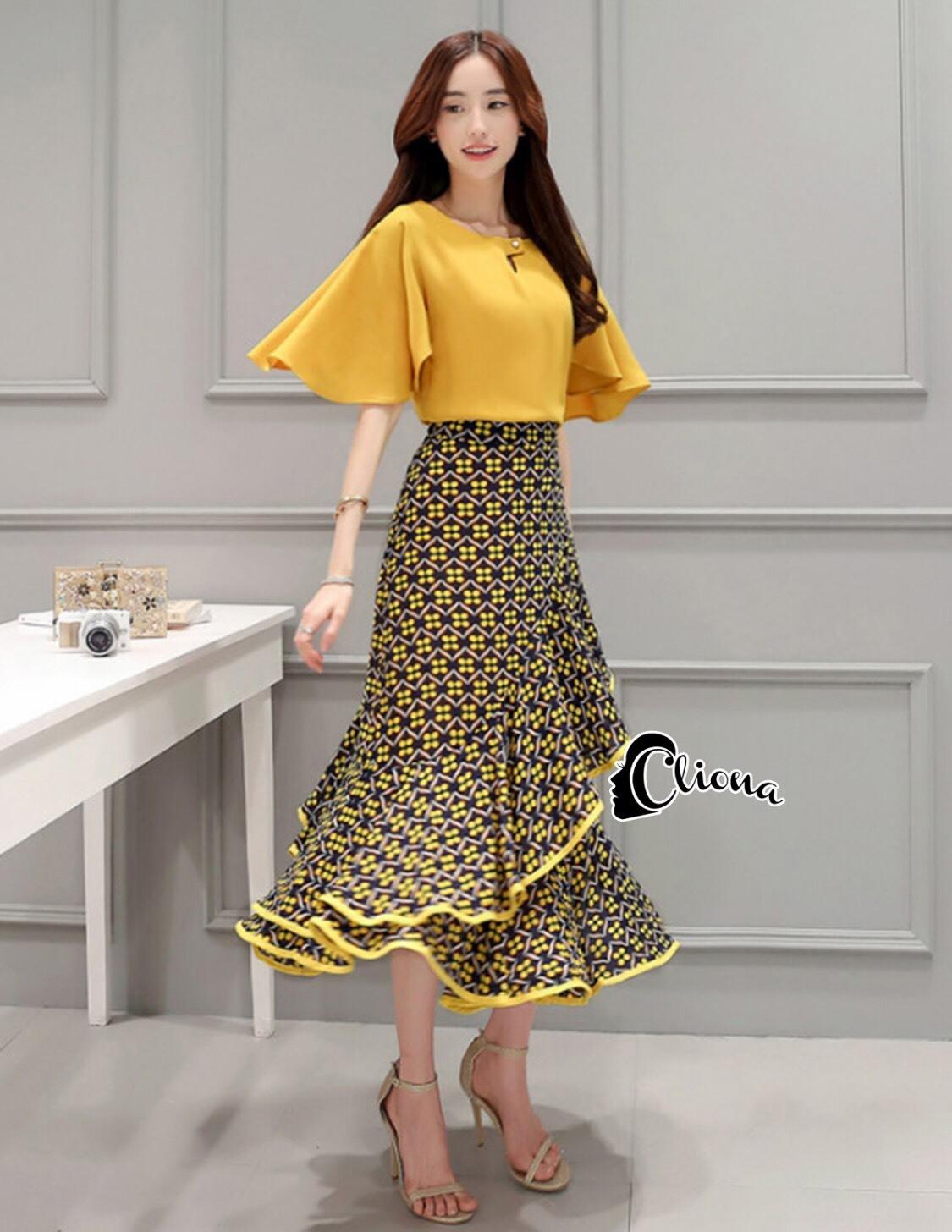 เสื้อผ้าเกาหลี พร้อมส่งSanta Maria Twins Top + Skirt Set