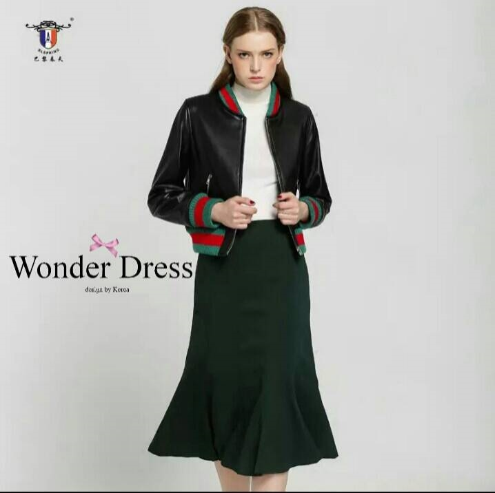 เสื้อผ้าเกาหลี พร้อมส่งเสื้อแจ๊ตหนังสีดำ ปักลายลักษณ์แบรนด์ Gucci