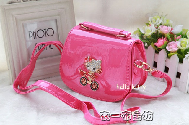 กระเป๋าถือ ติดตุ๊กตาคิตตี้ สะพายยาว สีชมพู