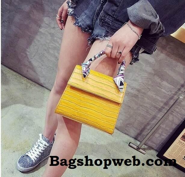 กระเป๋า Infinity Mini Croc City Bag สีเหลืองมัสตารค์ ราคา 890 บาท Free Ems