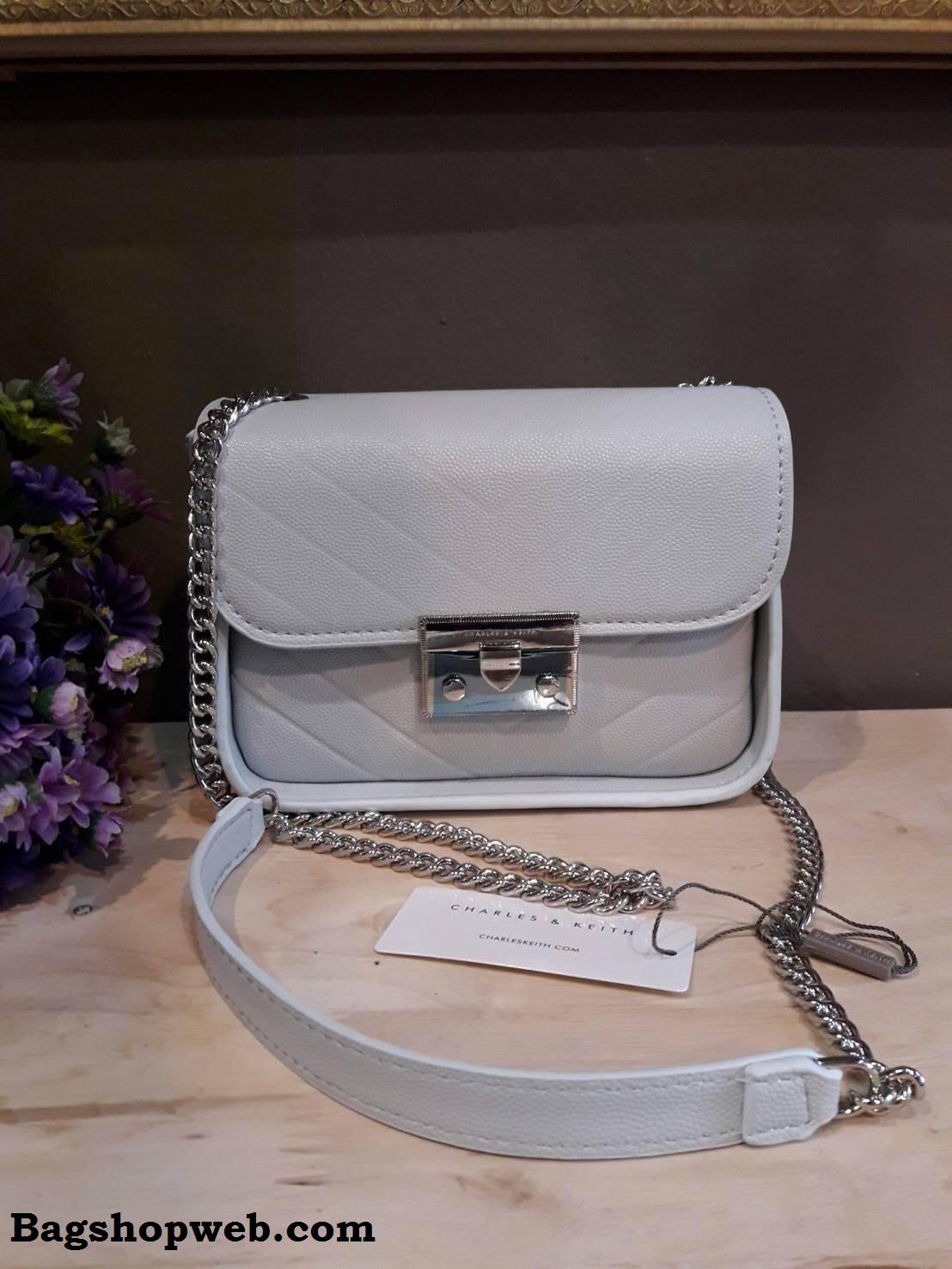 กระเป๋า CHARLES & KEITH PUSHLOCK CROSSBODY BAG สีฟ้า ราคา 1,390 บาท Free Ems