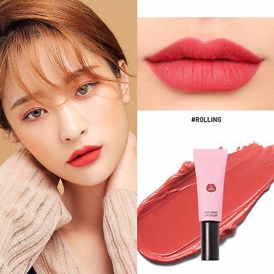 *พร้อมส่ง*3CE Liquid Lip Color สี ROLLING ลิปเนื้อแมทสีสวยที่สาวๆ ต้องหลงรัก เนรมิตริมฝีปากของสาวๆ ให้ดูมีสีสัน น่าค้นหา เนื้อแมทสีแน่น ติดทนได้ตลอดทั้งวัน รูปแบบแพคเกจที่เป็นหลอด ทาง่ายไม่เลอะเทอะ หรือจะใช้คู่กับแปรงก็ได้ เหมาะสำหรับพกไปเติมระหว่างว ,