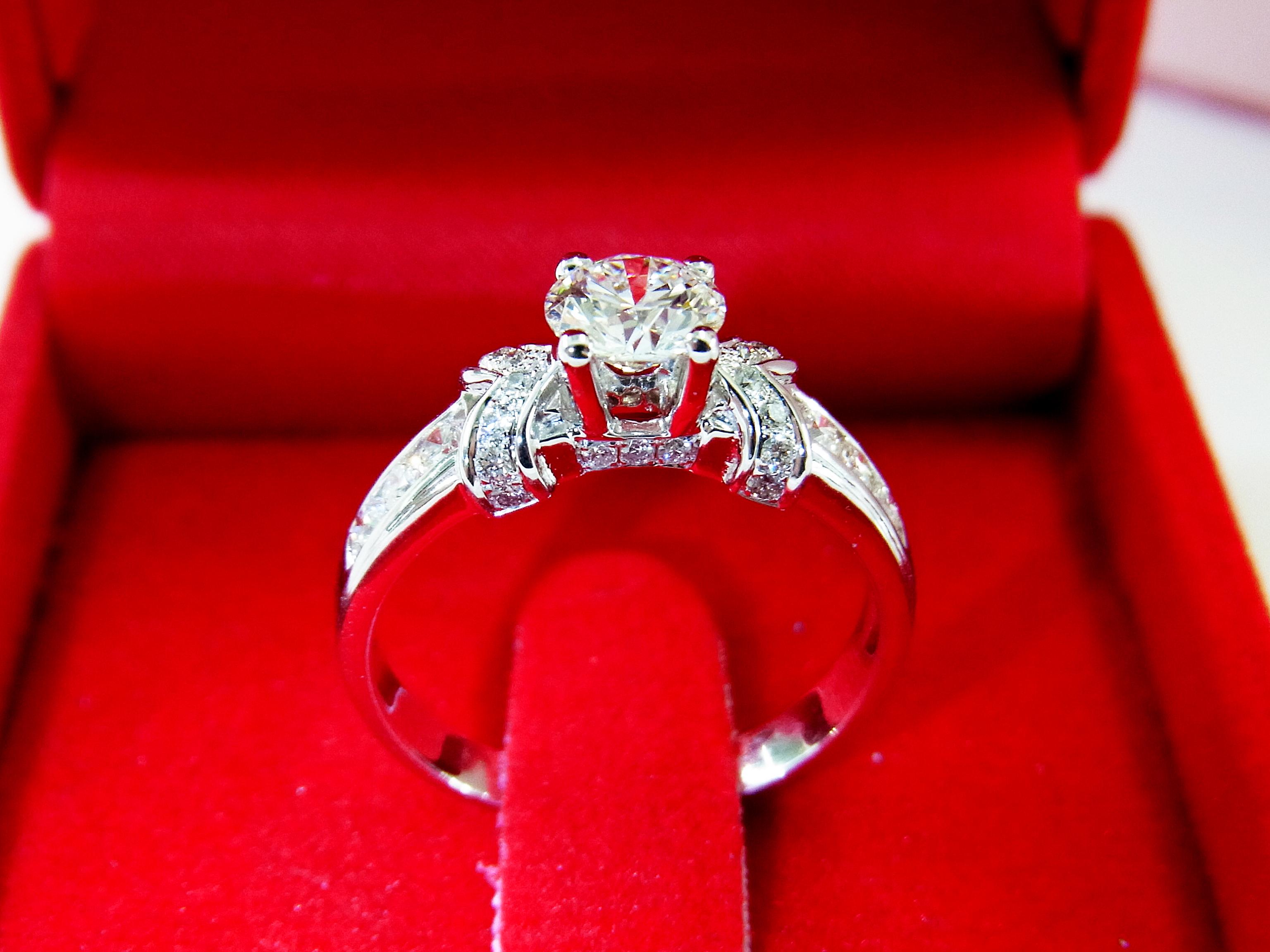 แหวนเพชรแท้ พร้อมใบเซอร์ GIA(ขายแล้ว)