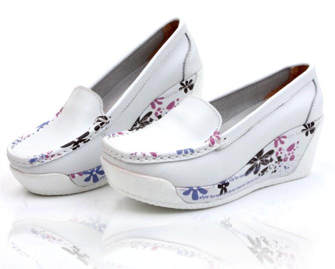 (พร้อมส่ง) รองเท้าสตรีส้นเตารีดแฟชั่นเกาหลี