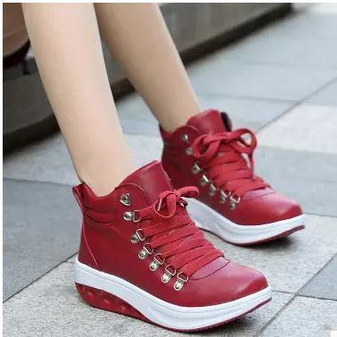 รองเท้าผ้าใบหนังเงาหุ้มข้อพื้นลาดสไตล์เกาหลี