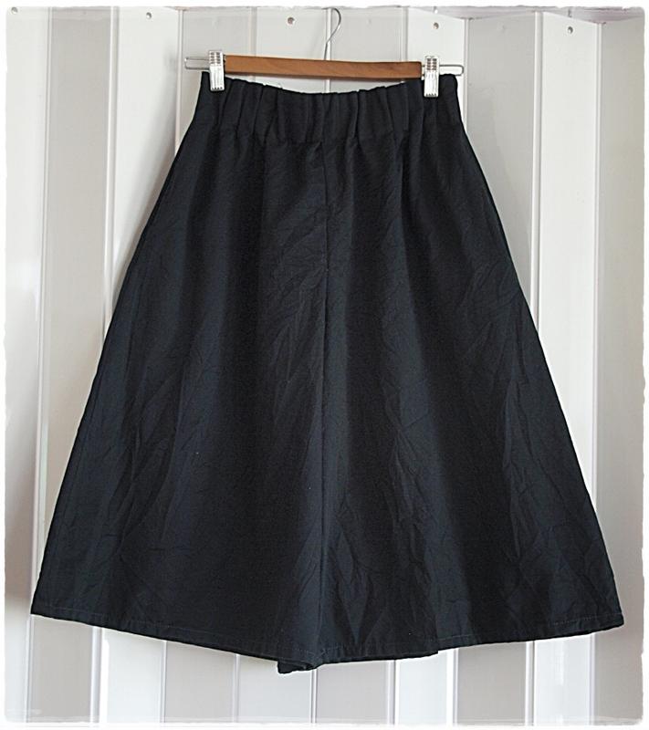 กางเกง เอวจั๊ม ขาบาน สีดำ