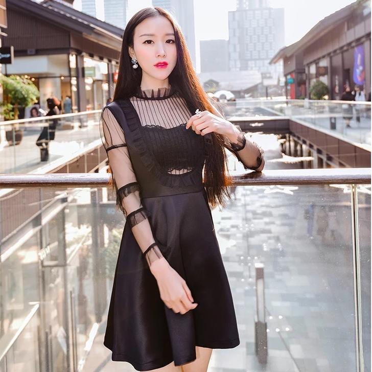 ชุดเดรสสั้นสีดำ แขนยาว