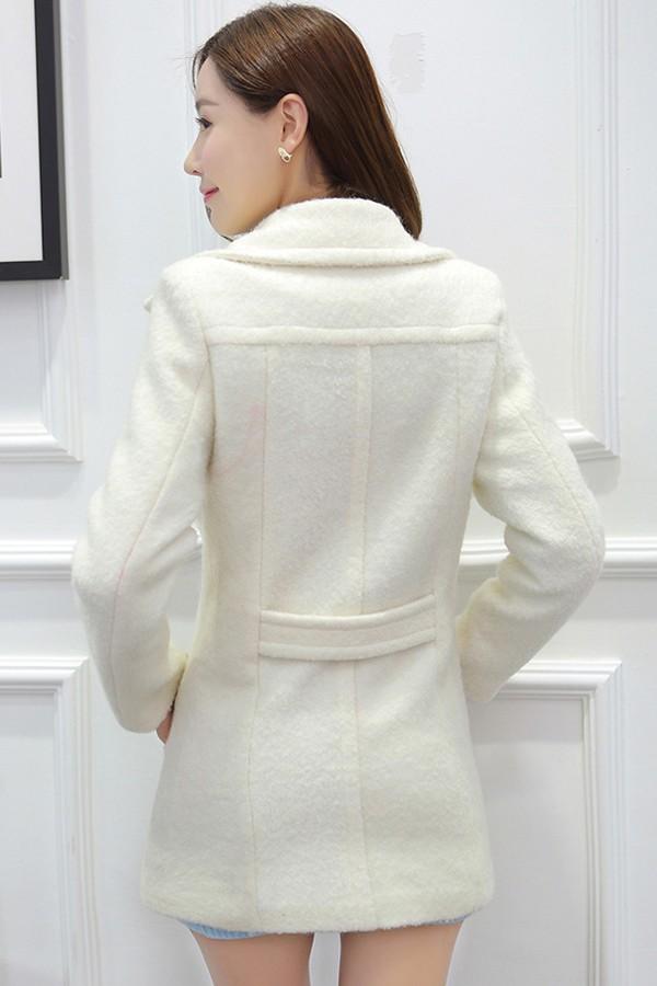 เสื้อโค้ทกันหนาวสไตล์เกาหลี สีครีม ตัวยาว คอปก ผ้าสักหลาด ติดกระดุมเก๋ ดีเทลสายคาดเอว ด้านหลัง