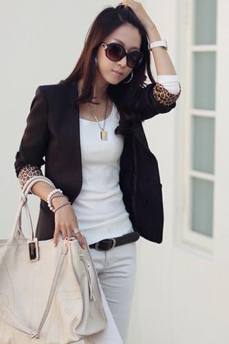 เสื้อสูทแฟชั่น เสื้อสูทผู้หญิง สีดำ แต่งช่วงพับแขนเป็นลายเสือ ด้านหน้าแต่งผ้าลายเสือไว้ด้านใน สามารถถอดออกได้ ใส่ได้ 2 แบบ ในตัวเดียว