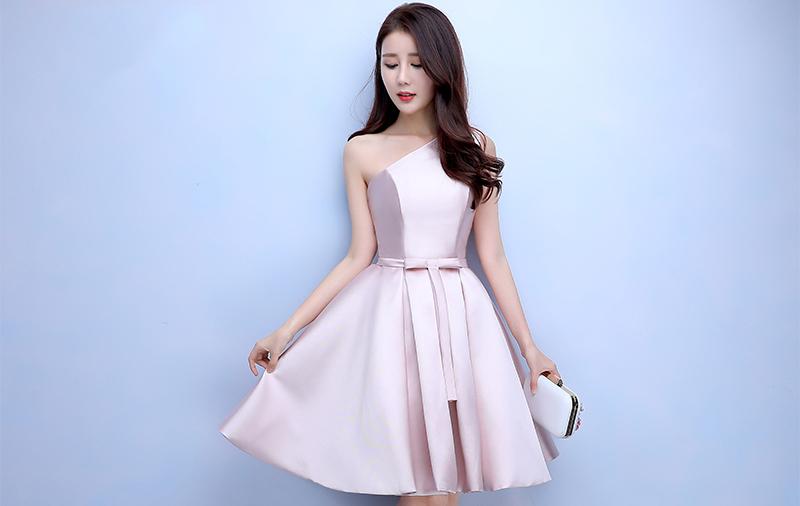 ชุดออกงานสั้นสีชมพู ไหล่เฉียง กระโปรงทรงบาน สวยหรู น่ารัก สไตล์เจ้าหญิง