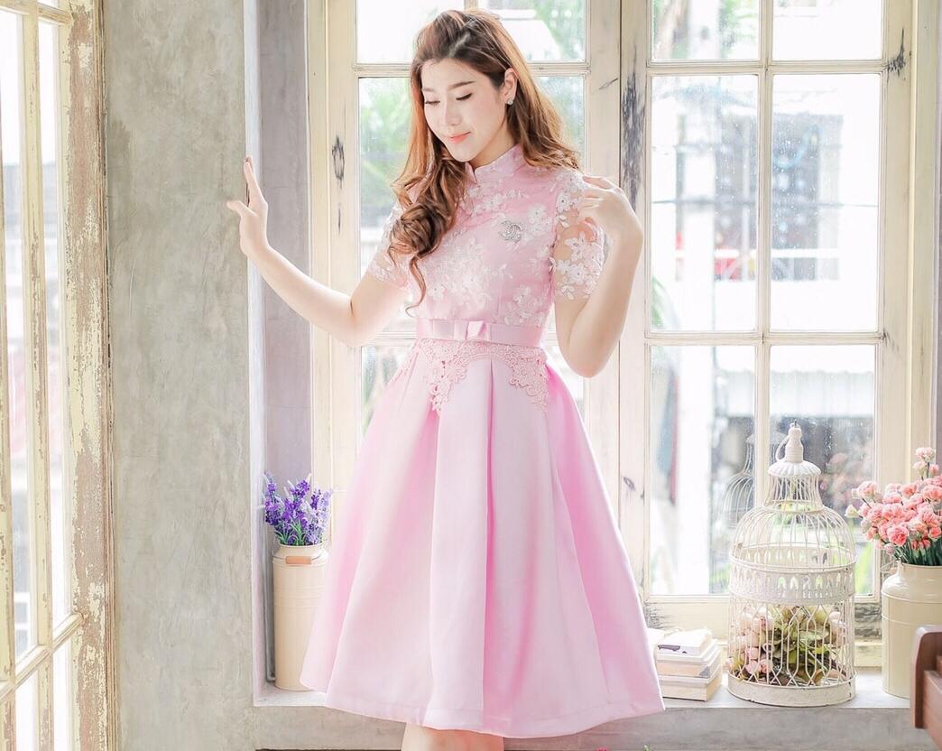 ชุดเดรสใส่ออกงาน ไปงานแต่งงานสวยๆ สีชมพู แต่งลูกไม้ แขนสั้น กระโปรงทรงสุ่มเล็กๆ สไตล์เกาหลี