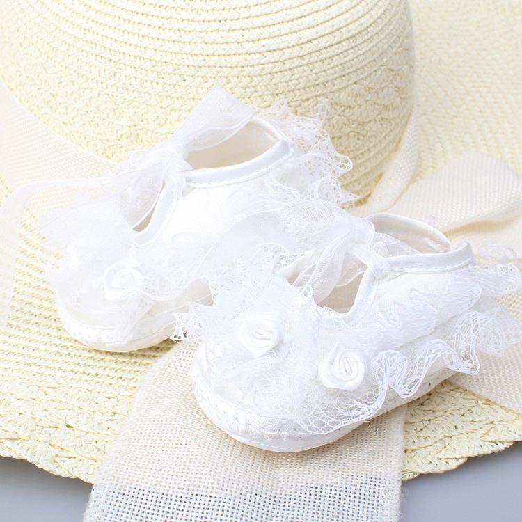 รองเท้าผ้าลูกไม้ สไตล์เจ้าหญิง (สีขาว)