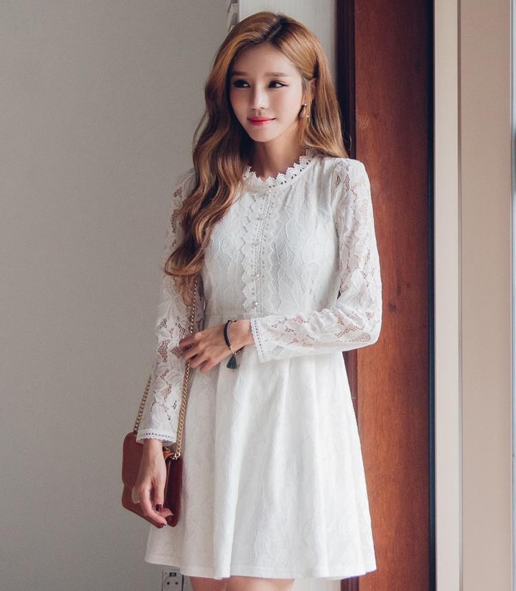 ชุดเดรสลูกไม้สีขาวสวยหวาน น่ารัก แขนยาว สวย น่ารัก