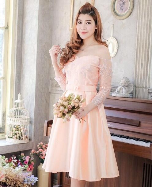 ชุดเดรสสวยหรูสีโอรส ออกงาน ไปงานแต่งงาน เปิดไหล่ แขนยาว กระโปรงทรงบาน ลุคสวยหวาน น่ารัก เรียบหรู