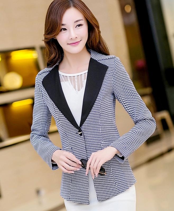(สินค้าหมด) เสื้อสูทแฟชั่นผู้หญิง เสื้อสูททำงานสีน้ำเงิน แขนยาว ลายเก๋ คอปกสีดำ ใส่ทำงาน หรือใส่เที่ยวก็ได้