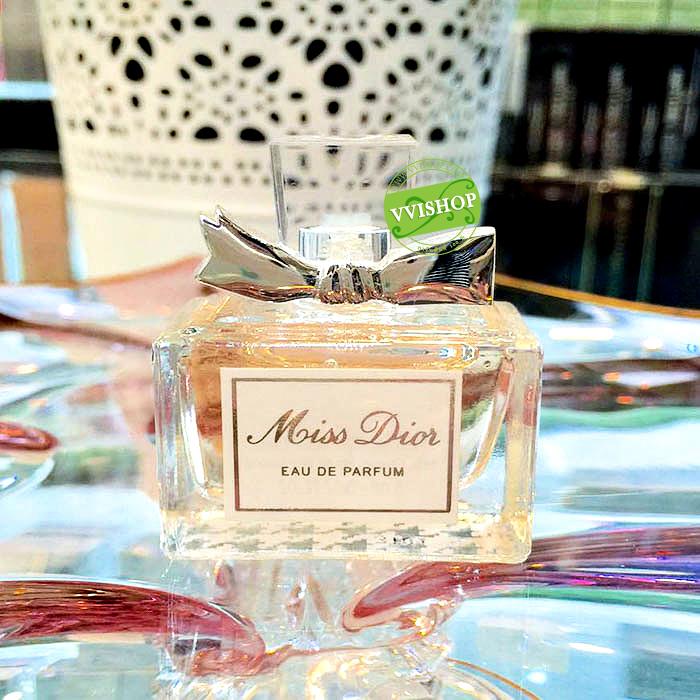 Christian Dior Miss Dior EDP 5 ml. กลิ่นหอม นุ่ม มีเสน่ห์ น่าหลงใหล ไม่ฉุน อยากอยู่ใกล้ๆ ทั้งวัน