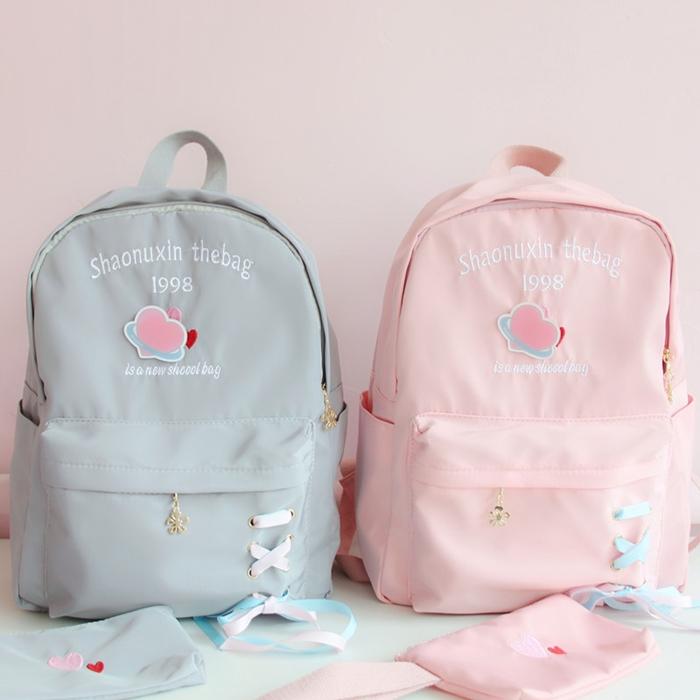 กระเป๋าเป้ผ้า Nylon ปักแต่งลาย/แต่งริบบิ้น +กระเป๋าซองใบเล็กในเซท (มีให้เลือก 4 สี)