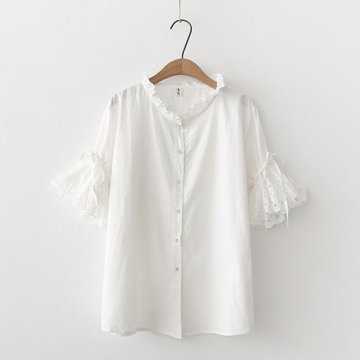 เสื้อเชิ้ตสีขาวแขนสั้นฉลุลาย
