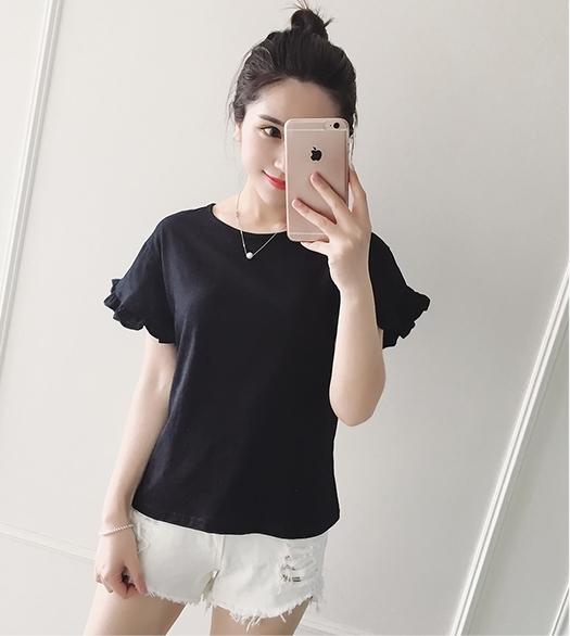 เสื้อยืดสีดำแขนระบาย