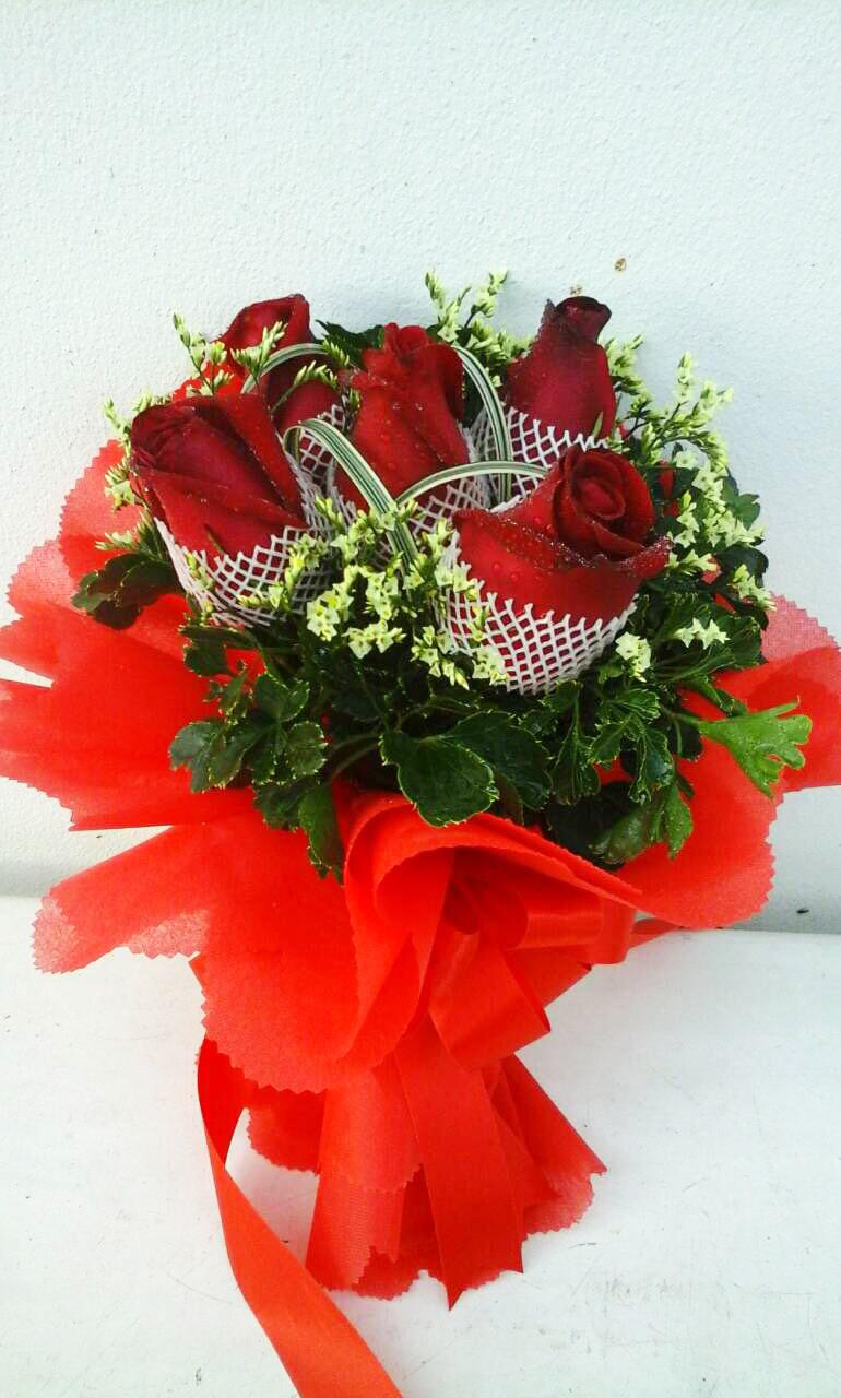 ช่อดอกไม้ กุหลาบแดง 5 ดอก รหัส 1057