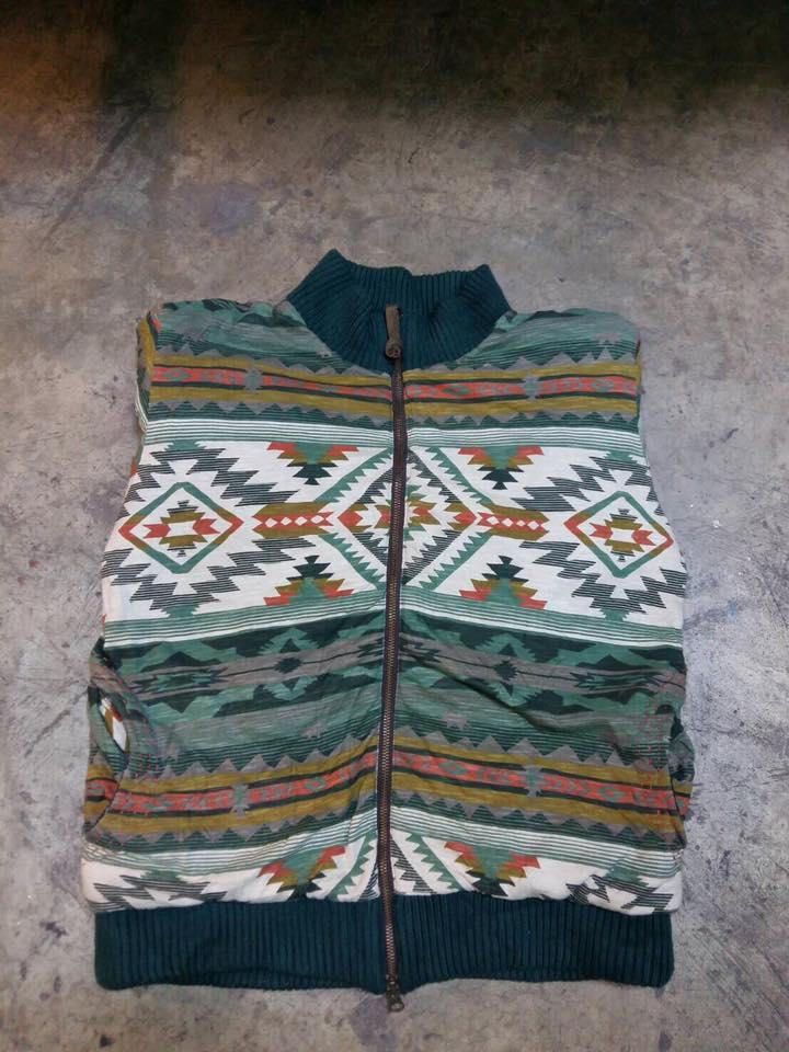 14.เสื้อหนาวVintage ลายอินเดี้ยน สภาพตำหนิตามรูปที่กระเป๋า ไม่มีผลกับการใช้งาน ใส่ได้สองด้าน ราคา 850