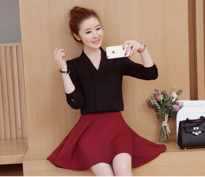 Preorder เสื้อทำงาน สีดำ เสื้อคอวี ไหล่ตั้งเป็นทรงสวย