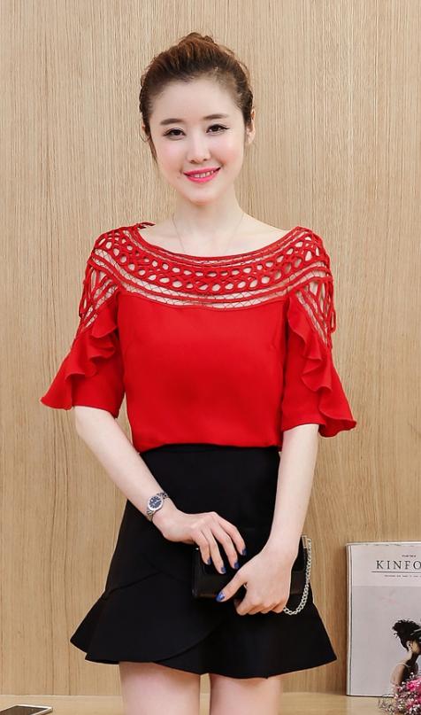 เสื้อแฟชั่นเกาหลี คอลูกไม้ แต่งแขนระบาย สีแดง