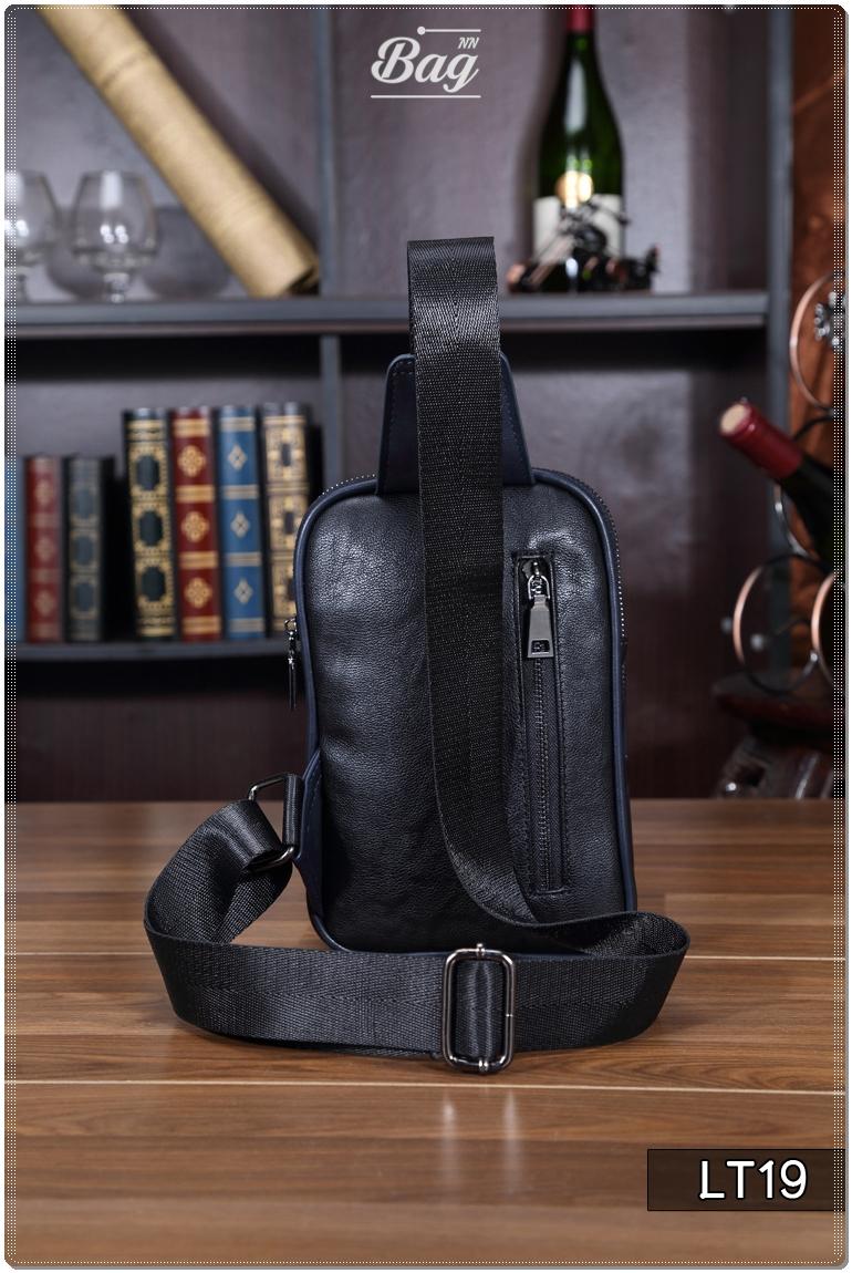 กระเป๋าสะพายไหล่ หนัง PU สีดำ | LT19