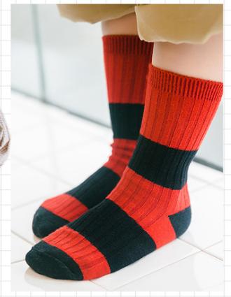 ถุงเท้าสั้น สีแดงดำ แพ็ค 12 คู่ ไซส์ ประมาณ 3-5 ปี