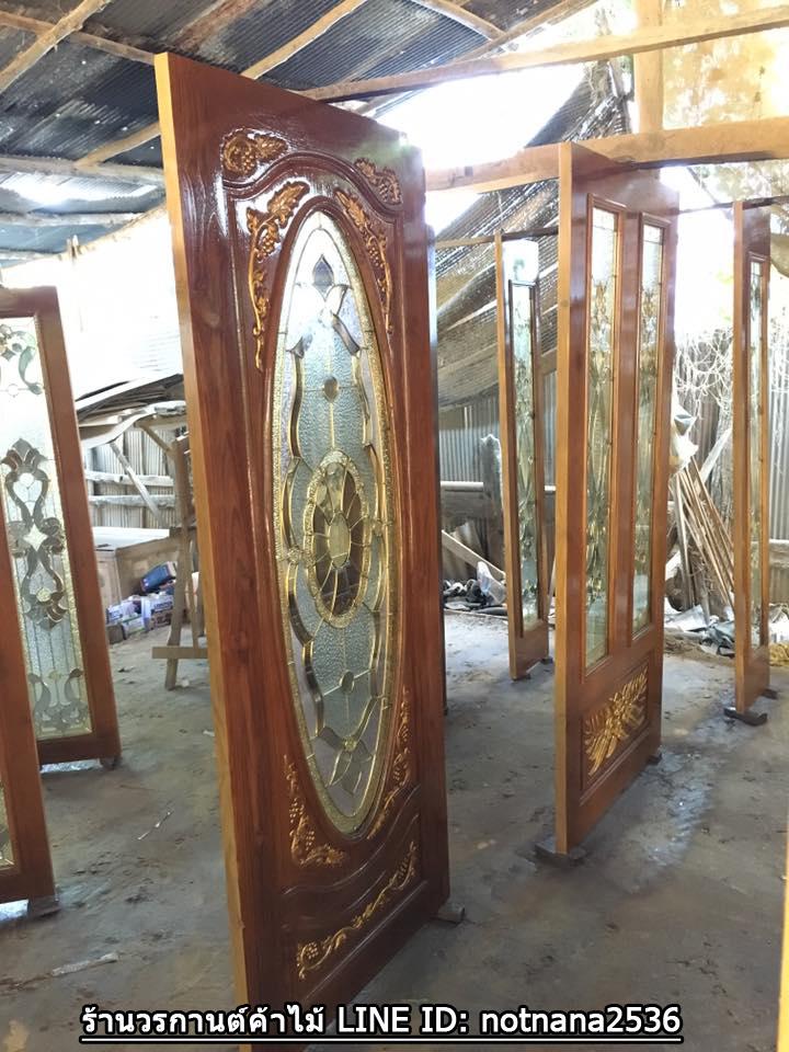 ประตูไม้สักกระจกนิรภัยวงรีเต็มบานแกะองุ่น เกรดA รหัส A155