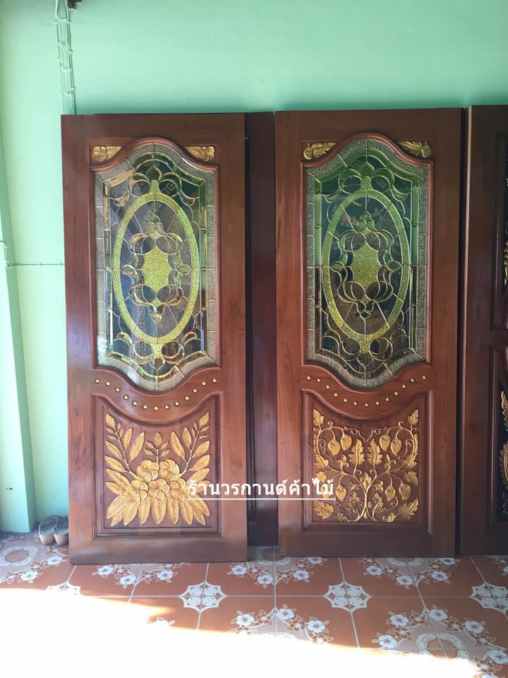 ประตูไม้สักกระจกนิรภัย แกะดอกไม้สตอเบอรี่ เกรดA รหัส A71