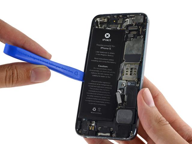 วิธีเปลี่ยนแบต iPhone 5 ขั้นที่ 12