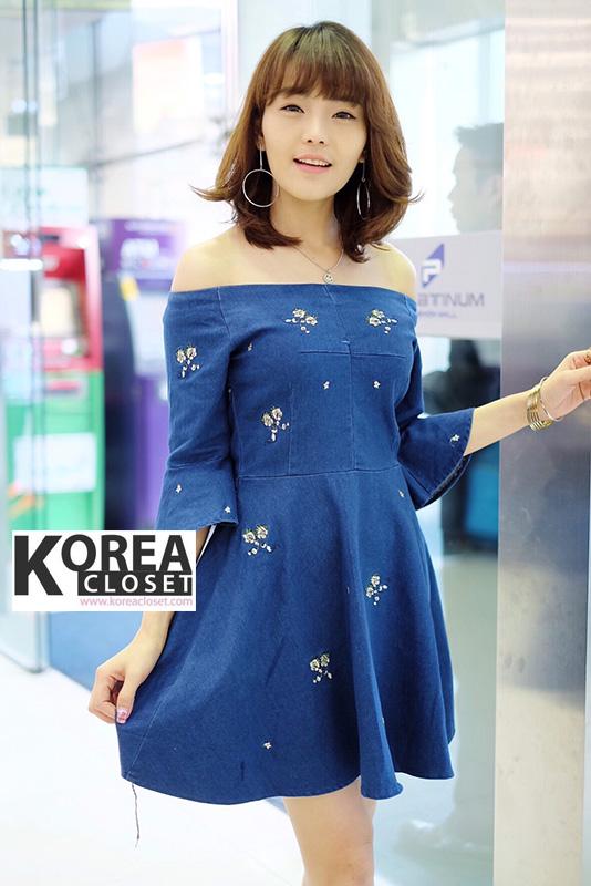 ชุดเดรสยีนส์ Embroidery Off-Shoulder Denim Dress