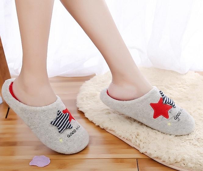 TL10 รองเท้าใส่ในบ้าน สีแดง size 40-41