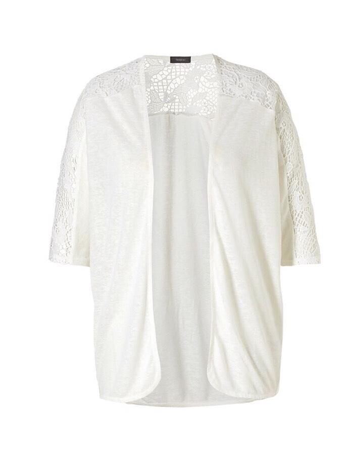 ( ไซส์ XL หน้าอก 48-50 นิ้ว ) เสื้อคลุม สีขาว ยี่ห้อ yessica ที่ไหล่มีฉลุลูกไม้น่ารรักคะ