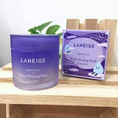 Water Sleeping Mask Lavender (Limited Edition) 70 ml. เจลใสมาส์กหน้ากลิ่นลาเวนเดอร์ สำหรับทุกสภาพผิว แบบไม่ต้องล้างออก เนื้อเจลเย็นๆ บางเบาซึมซาบเร็ว พร้อมกลิ่นหอมที่ถูกคิดค้นเป็นพิเศษ มอบความรู้สึกผ่อนคลายสบายผิว เข้าเติมน้ำให้ผิวขณะหลับอย่างล้ำลึก ตื่นร