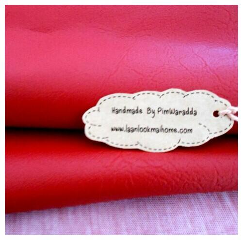 หนังเทียมสีแดงเลือดหมู แบ่งขาย 1 หน่วย = ขนาด1/4 หลา : 45X 65 cm