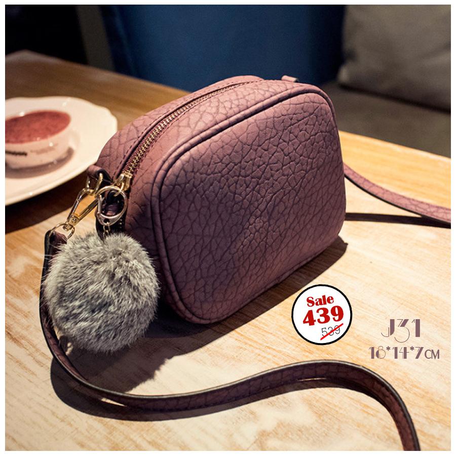 J31-กระเป๋าทรงเหลี่ยมมีปอมๆ สีแดงวินเทจ