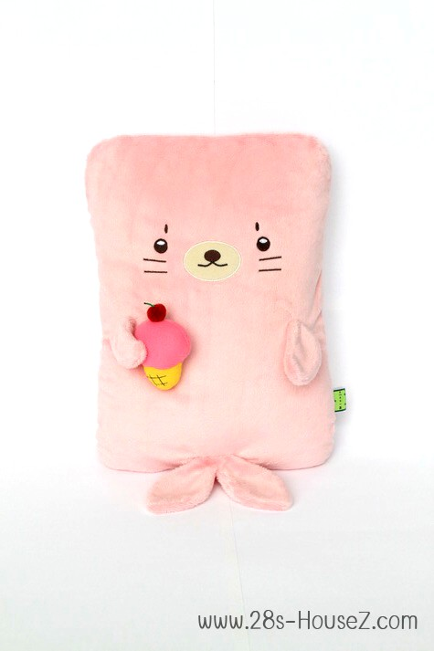 หมอนอิงตุ๊กตา แมวน้ำ (Izee) ยี่ห้อ Minojo ## พร้อมส่งค่ะ ##