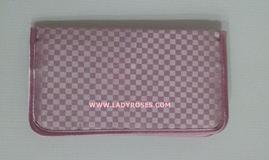 กระเป๋าสตางค์ นารายา ผ้าซาตินมัน ลายตารางเล็ก สีชมพู ( Wallet กระเป๋านารายา กระเป๋าผ้า NaRaYa )